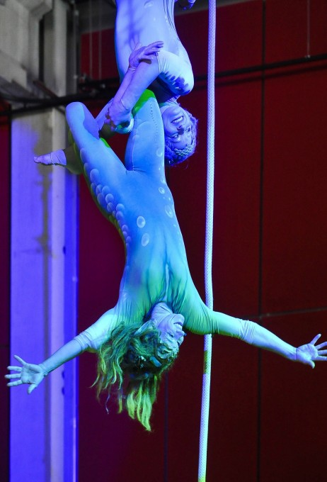 Aerial acrobatic show at a rope + tissue with Sol´Air Company at an event in the historic marble hall of Bad Ems