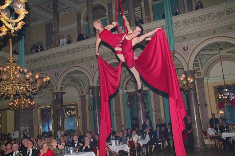 Circus Show at New Year´s Eve gala with Sol´Air Aerial Artistic in the chandelier hall of Bad Ems