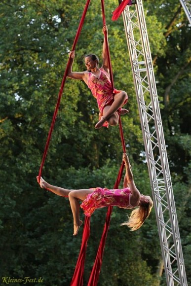 open_air_festival_aerial_artistic_at_silks_with_sol_air_at_kleines_fest_im_grossen_park