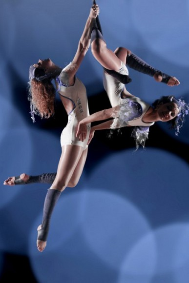 partner_trapeze_acrobatics_at_sport_gala_with_solair